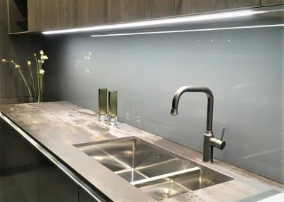 DecoGlaze-Charcoal-colour-6mm-toughened-glass-kitchen-splashback-fitted-in-Bradburys-4